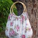 Rózsás romantika Táska, Táska, Válltáska, oldaltáska, Szatyor, Varrás, Mindenmás, Rózsás gyönyörűség.  Szolid egyben nőies táska. Mályvás, rózsaszín virágok díszítik a natúr drapp v..., Meska