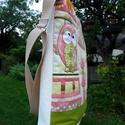 Baglyos válltáska textilbőrrel, Táska, Ruha, divat, cipő, Válltáska, oldaltáska, Neszesszer, Patchwork, foltvarrás, Varrás, Baglyos táskámat vászonból és textilbőrből készítettem. A baglyok kontúrját szabad-gépi hímzéssel d..., Meska