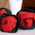 Piros rózsák, Otthon, lakberendezés, Dekoráció, Képzőművészet , Textil, Virágkötés, Patchwork, foltvarrás, Csodaszép piros rózsákat készítettem. Három szálat.   A száruk hurkapálcák, bevonva zöld szövettel...., Meska