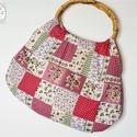 Rózsás patchwork táska, ovális bambusz füllel, Táska, Szatyor, Varrás, Virágos, rózsás, patchwork hatású retró táska. Nagyon jó tartású vászon anyag.  Füle ovális, bambus..., Meska