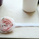 Mini rózsa hajpánt, Baba-mama-gyerek, Ruha, divat, cipő, Hajbavaló, Hajpánt, Varrás, Nagyon szeretem a vintage-hatású virágokat, így ez a pici rózsa apró csipkeszegélyt kapott.  A virá..., Meska