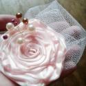 Rózsaszín Esküvői Hajékszer, Esküvő, Hajdísz, ruhadísz, Ékszerkészítés, Varrás, Csodaszép rózsaszín árnyalatú hajékszer.  Fűzött gyöngyökkel mályva, bézs, fehér színben.  Kb. 7cm ..., Meska