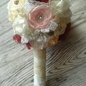 Színes Vintage Csokor, textilvirág, örökvirág, Esküvő, Esküvői csokor, Varrás, Virágkötés, Közepes gömbcsokor többféle színnel és csipkével.  A fogója is csipkével borított. 20-22cm széles a..., Meska