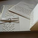 Esküvői szett áttört mintával, Képeslap, album, füzet, Esküvő, Fotóalbum, Meghívó, ültetőkártya, köszönőajándék, Papírművészet, Csodás áttört mintával, gyöngyházfényű és matt kartonokból készítettem esküvői meghívót, ültetőkárty..., Meska