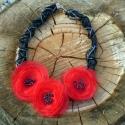 Pipacs , Ékszer, óra, Nyaklánc, Ékszerkészítés, Gyöngyfűzés, Pipacs ihlette a nyakláncot. Három piros organza virágot tart a fekete selyem fonott lánc.Ezt négy ..., Meska