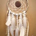 Álomcsapda - Hold - Világosbarna álomfogó textilekkel, csipkékkel és madártollakkal, Dekoráció, Mindenmás, Baba-mama-gyerek, Dísz, Csipkekészítés, Álomcsapda - Hold  Világosbarna álomfogó textilekkel, csipkékkel és madártollakkal  20 cm átmérőjű ..., Meska