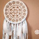 Álomcsapda - Holdvilág - Világoskék álomfogó textilekkel, csipkével és madártollakkal, Dekoráció, Mindenmás, Baba-mama-gyerek, Dísz, Csipkekészítés, Álomcsapda - Holdvilág  Világoskék álomfogó textilekkel, csipkével és madártollakkal  25 cm átmérőj..., Meska
