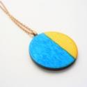 Kék sárga - nyaklánc, Ékszer, óra, Nyaklánc, Ékszerkészítés, A medált fenyő és kék színű lazúrfestékkel festettem á,t amely érvényesülni hagyja a fa mintázatát. ..., Meska