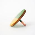 Arany - zöld - gyűrű, Ékszer, óra, Gyűrű, Ékszerkészítés, Festett tárgyak, A fa elemet metál akrilfestékkel festettem át.  Felhasznált anyagok: - fa                      - gyű..., Meska