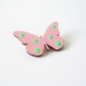 Rózsaszín zöld pöttyös pillangó -  kitűző, Ékszer, óra, Bross, kitűző, Ékszerkészítés, A fa pillangót saját kezűleg festettem.  Felhasznált anyagok: - lézervágott fa pillangó            ..., Meska