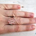 Virágmintás gyűrű, Ékszer, óra, Gyűrű, Ékszerkészítés, Zsugorka, Zsugorkából készült virágos gyűrű állítható ezüst színű alapon.  Átmérője: 15 mm , Meska