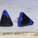 Kék-fekete bedugós fülbevaló, Ékszer, óra, Fülbevaló, Ékszerkészítés, Gyurma, Királykék színű süthető gyurmából készült, háromszög alakú bedugós fülbevaló kézzel festett, fekete..., Meska