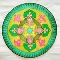 Mandala a szívcsakra színeivel, Dekoráció, Képzőművészet, Kép, Textil, Selyemfestés, 25 cm átmérűjű, hernyóselyemre festett mandala. Gyöngyfűző tű és damil segítségével falra függeszth..., Meska