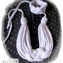 Fehér színű KNOTS textilékszer szett, Ékszer, óra, Ékszerszett, Ékszerkészítés, Újrahasznosított alapanyagból készült termékek, A szett újrahasznosított termék. Kelta csomóval díszített a nyakba-és karra való fehér színben. A n..., Meska