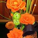 Narancs rózsás asztaldísz kaspóban, Dekoráció, Otthon, lakberendezés, Dísz, Virágkötés, Szárazkötészeti asztaldíszt készítettem.  A kerámia kaspóba tűzőhab került, ebbe helyeztem el a vir..., Meska