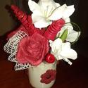 Rózsás asztaldísz kerámia bögrében, Dekoráció, Otthon, lakberendezés, Dísz, Virágkötés, Kerámia bögrébe készült tartós asztaldísz. Tűzőhabban helyeztem el a a selyem kardvirág fejeket, a ..., Meska