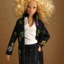 Barbie ruha - Blau, Játék, Ruha, divat, cipő, Baba, babaház, Varrás, Anyagában színes virágmintás farmer anyagból készítettük ezt a romantikus őszi kabátot., Meska