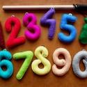 Színes számok, filc kukacok, mágneses filc horgászjáték, Játék, Készségfejlesztő játék, Társasjáték, Varrás, Vidáman tanulhatók általa a számok, idősebb gyerekek esetében gyakorolható a számolás, a matek. Fej..., Meska