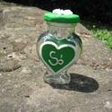 Sótartó szívalakú üveg, Konyhafelszerelés, Otthon, lakberendezés, Fűszertartó, Gyurma, Egyedi sótartó üveg zöld és csillámos áttetsző ékszergyurmával díszítve. A tetőn egy virág látható,..., Meska