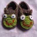 Horgolt Baba cipő, Baba-mama-gyerek, Ruha, divat, cipő, Baba-mama kellék, Cipő, papucs, Horgolás,  horgolt békás baba cipő.Alkalmas babakocsi cipőnek, fotózáshoz.Talpméret 9 cm.kisebb-nagyobb méretb..., Meska