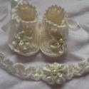 Horgolt baba cipő és fejpánt, Baba-mama-gyerek, Ruha, divat, cipő, Baba-mama kellék, Hajbavaló, Horgolás, Horgolt baba cipő fejpántal.100% pamut fonalból készűlt.Alkalmas kocsi cipőnek,fotózáshóz,Keresztel..., Meska