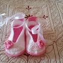 Horgolt Baba cipő, Baba-mama-gyerek, Ruha, divat, cipő, Baba-mama kellék, Cipő, papucs, Horgolás, Fehér horgolt babacipő,kis rózsaszín virággal díszítve.Alkalmas babakocsi cipőnek, fotózáshoz,keres..., Meska
