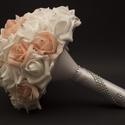 Esküvői szett, Esküvő, Esküvői csokor, Virágkötés, Az esküvői szett a következőkből áll:  1 db menyasszonyi csokor 1 db vőlegény kitűző 1 db kardísz 1..., Meska