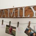 FAMILY rusztikus fényképtartó falidísz, Dekoráció, Otthon, lakberendezés, Dísz, Gyertya, mécses, gyertyatartó, Famegmunkálás, Újrahasznosított fából készült falidísz. Hossz:120 cm Magasság: kb. 14 cm+kötél  Igény szerint szín..., Meska