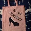 Topánkás Táska :), Táska, Válltáska, oldaltáska, Tarisznya, Szatyor, Varrás, Anyák napjára készítettem ezt a táskát rózsaszín vászonszerű anyagból. A magassarkú cipőt külön var..., Meska
