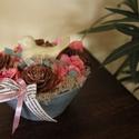 Madárkás asztaldísz, Vintage stílusban. :-), Otthon, lakberendezés, Dekoráció, Mindenmás, Kerti dísz, Virágkötés, Kedves és elegáns dekoráció asztalodra, pasztell színekkel és egy kerámia madárkával.  :-) Kerámia ..., Meska