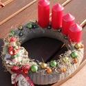 Adventi koszorú, erdei kislánnyal. :-), Dekoráció, Karácsonyi, adventi apróságok, Ünnepi dekoráció, Karácsonyi dekoráció, Virágkötés, Adventi koszorú a Karácsony színeivel.  Díszítsd vele otthonod, vagy ajándékozd valakinek, akit sze..., Meska