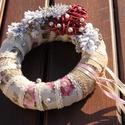 Karácsonyi ajtódísz a romantikus stílus kedvelőinek! :-), Dekoráció, Karácsonyi, adventi apróságok, Ünnepi dekoráció, Karácsonyi dekoráció, Virágkötés, Egyedi ajtódísz Hölgyeknek, romantikus stílusban. :-)  A szalma alapot zsákkal és romantikus, mintá..., Meska