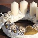 Adventi koszorú, arany-vajszín anyagba burkolva. :-), Dekoráció, Karácsonyi, adventi apróságok, Ünnepi dekoráció, Karácsonyi dekoráció, Virágkötés, Adventi koszorú, elegáns és visszafogott otthonokba, natúr színekkel. Díszítsd vele asztalod vagy a..., Meska