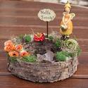 Tavaszi dekoráció, feliratos táblával és Tavasztündérrel. :-), Dekoráció, Otthon, lakberendezés, Ünnepi dekoráció, Húsvéti apróságok, Virágkötés, Egyedi asztaldísz természetes anyagokból, mellyel becsempészhetsz egy kis tavaszt az otthonodba. :-..., Meska