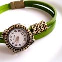 Olajzöld  -bronz színű karóra, karkötő óra, Ékszer, óra, Karóra, óra, Karkötő, Ékszerkészítés, Bőrművesség, Különleges óra bronz színű foglalatban olajzöld színű kézzel festett bőr szíjjal.  A bőrszíj mágnes..., Meska