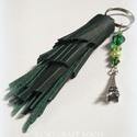 Bojtos kulcstartó vagy táskadísz bőrből - zöld, Ékszer, óra, Mindenmás, Táska, Kulcstartó, Ékszerkészítés, Mindenmás, Sötétzöld kulcstartó vagy táskadísz bőrből :) Gyöngyös díszítéssel, Eiffel-torony medállal, kulcska..., Meska