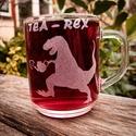 Tea - Rex bögre, Konyhafelszerelés, Bögre, csésze, Üvegművészet, A minta kézi gravírozással készült.  Űrtartalom: 2,5 dl, Meska