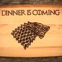Game of Thrones: Dinner is coming, Konyhafelszerelés, Férfiaknak, Vágódeszka, Konyhafőnök kellékei, Famegmunkálás, Trónok harca vágódeszka.  Mérete: 23x15 cm, Meska