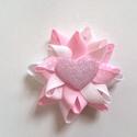 Rózsaszín csillogó szívecskés hajcsat, Ruha, divat, cipő, Hajbavaló, Hajcsat, Ékszerkészítés, Varrás, Ezt az aranyos rózsaszín csillogó szívecskés hajbavalót szalagból készítettem, 4,5 cm-es aligátor h..., Meska