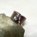 Vastag labradorit (vagy más) rézgyűrű + ajándék Rendelésre!, Ékszer, óra, Gyűrű, Ékszerkészítés, Fémmegmunkálás, Lemezből készítettem a gyűrű alapját, majd 5 mm-s ásványfoglalatot forrasztottam rá. Kérheted más á..., Meska