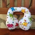 Cicás nyakpárna - 1 éves kortól, Baba-mama-gyerek, Varrás, Cicás nyakpárna  fehér alapon, hátoldala nap sárga, mint a cica feje.  A nyakpárna kényelmes, bizto..., Meska