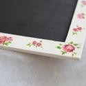 Rózsás  kréta tábla, Dekoráció, Otthon, lakberendezés, Festett tárgyak, 27x15 cm-es speciális táblafestékkel festett üzenőtábla, melyre krétával lehet írni. A keret rózsás ..., Meska