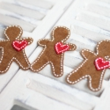Mézi hűtőmágnes figurák, Dekoráció, Karácsonyi, adventi apróságok, Karácsonyi dekoráció, Ünnepi dekoráció, Varrás, 3db filcből készült mézi hűtőmágnes csordultig szeretettel :) Ajándékba, vagy a saját hűtődre garan..., Meska