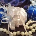 Karácsonyi gömb díszek, Dekoráció, Ünnepi dekoráció, Karácsonyi, adventi apróságok, Karácsonyfadísz, Patchwork, foltvarrás, Mindenmás, A fehér, sötét és világoskék szatén selyemmel, gyöngyökkel, ezüstszálas zsinórral díszített hungaro..., Meska
