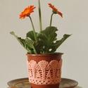 Barack színű horgolt cserépcsipke, Dekoráció, Otthon, lakberendezés, Dísz, Kaspó, virágtartó, váza, korsó, cserép, Horgolás, Kézzel horgolt csipke dísz 12 cm átmérőjű cserépre. A csipke szélessége 7 cm. A virág és a cserép t..., Meska