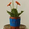 Királykék színű horgolt cserépcsipke, Dekoráció, Otthon, lakberendezés, Dísz, Kaspó, virágtartó, váza, korsó, cserép, Horgolás, Kézzel horgolt csipke dísz 12 cm átmérőjű cserépre. A csipke szélessége 7 cm. A virág és a cserép t..., Meska