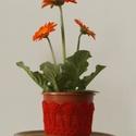 Piros színű horgolt cserépcsipke, Dekoráció, Otthon, lakberendezés, Dísz, Kaspó, virágtartó, váza, korsó, cserép, Horgolás, Kézzel horgolt csipke dísz 12 cm átmérőjű cserépre. A csipke szélessége 7 cm. A virág és a cserép t..., Meska