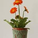 Khakizöld színű horgolt cserépcsipke, Dekoráció, Otthon, lakberendezés, Dísz, Kaspó, virágtartó, váza, korsó, cserép, Horgolás, Kézzel horgolt csipke dísz 12 cm átmérőjű cserépre. A csipke szélessége 9 cm. A virág és a cserép t..., Meska