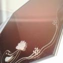 Hatszögletű, bronzszínű gravírozott tükör, Otthon, lakberendezés, Kaspó, virágtartó, váza, korsó, cserép, Üvegművészet, Kézzel gravírozott hatszögletű bronzos szinezetű tükör kézzel gravírozott virágos motívummal, lélek..., Meska