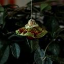 Színes függő baba, Dekoráció, Karácsonyi, adventi apróságok, Karácsonyfadísz, Ajándékkísérő, képeslap, Varrás, Mindenmás, Karácsonyfára akasztható mutatós dísz. Ajándékkísérőnek is nagyon mutatós vagy cserepes virágra is ..., Meska